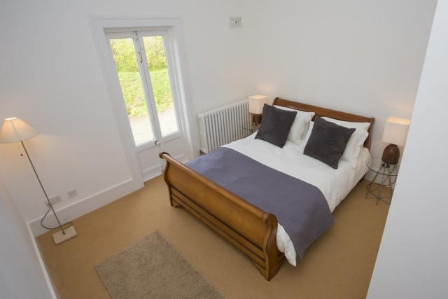 Rock Cottage brittas bay bedroom 1
