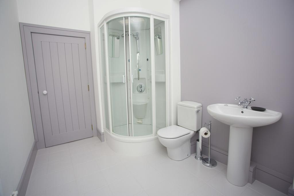 Rock Cottage brittas bay bathroom