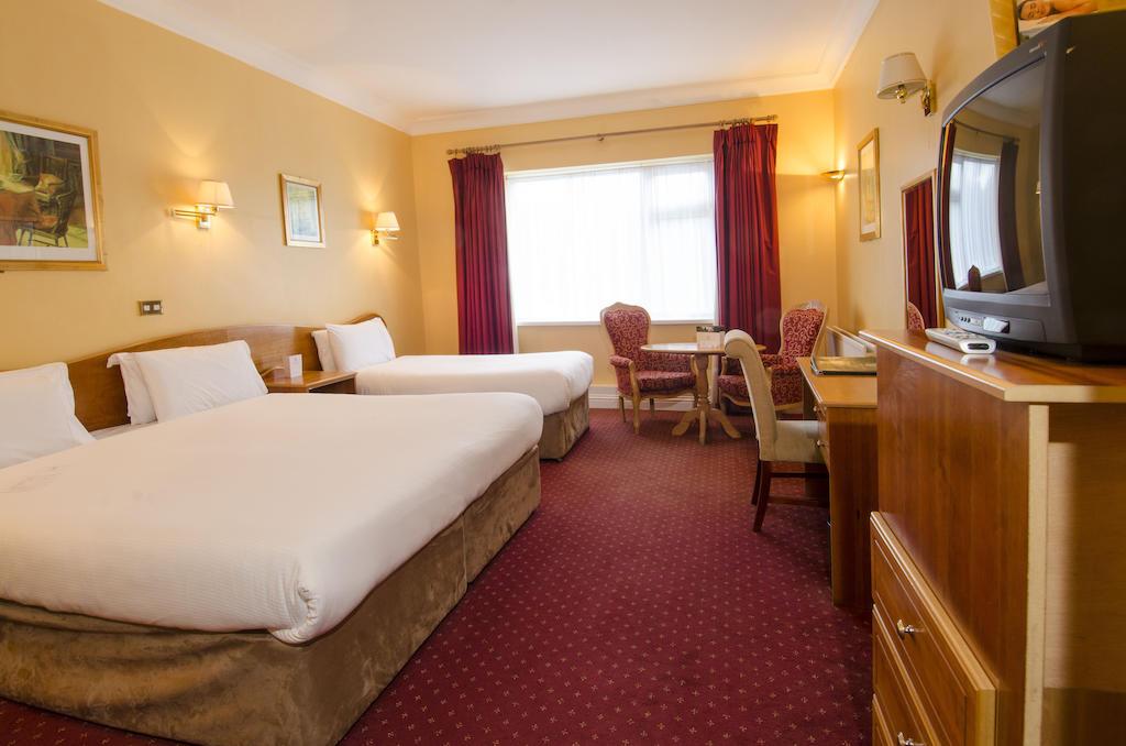 The Glenview Hotel Newtownmountkennedy bedroom 3