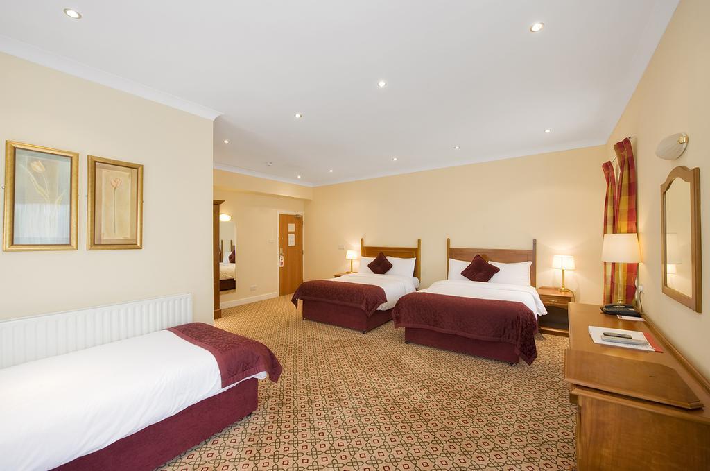 Wilton Hotel Bedroom 2