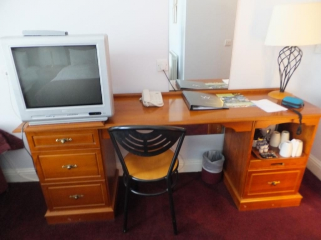 Wilton Hotel Bedroom Desk