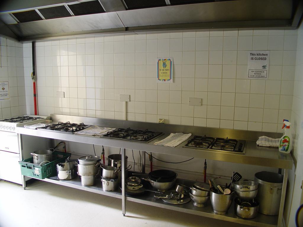 glendalough international youth hostel kitchen