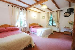 Tudor Lodge laragh bedroom