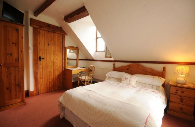 Tudor Lodge laragh wicklow double bedroom